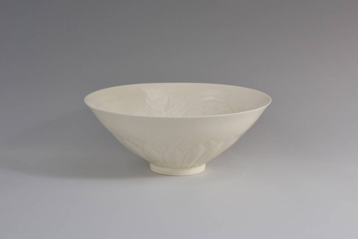 "Tsukamoto Kaiji ""Bowl, Arabesque Pattern, White Glaze"""