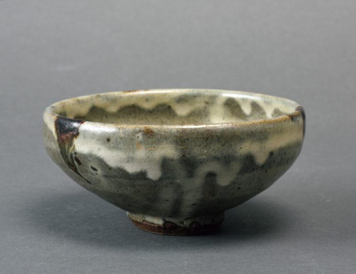 浜田 庄司「海鼡釉鐵砂茶碗」